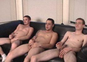 Amateur Threesome Suck Off