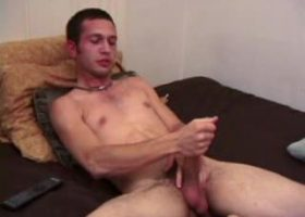 Che Jerking Off With Dildo