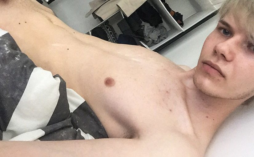 Skinny Twink Strokes On Cam – Sky Heet
